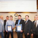 Kammersieger Raphael Schelb und Ausbilder Martin Benz freuen sich über die tolle Auszeichnung. Foto: Handwerkskammer Freiburg