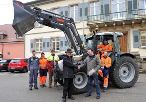 Schlüsselübergabe von Martin Benz an Bürgermeister Peter Wehrle. Foto: Volker Münch