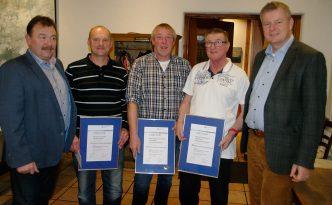 Martin Benz, Petr Hivincev, Matthias Stürwold, Kurt Reimann und Bürgermeister Dirk Blens (von links) Foto: Martin Pfefferle